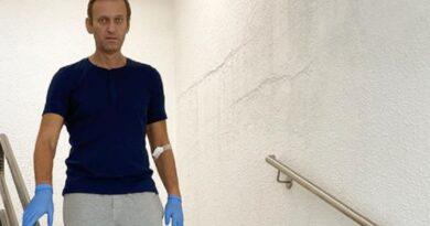 «Налить себе водички — целый аттракцион»: Навальный после отравления впервые рассказал о реабилитации