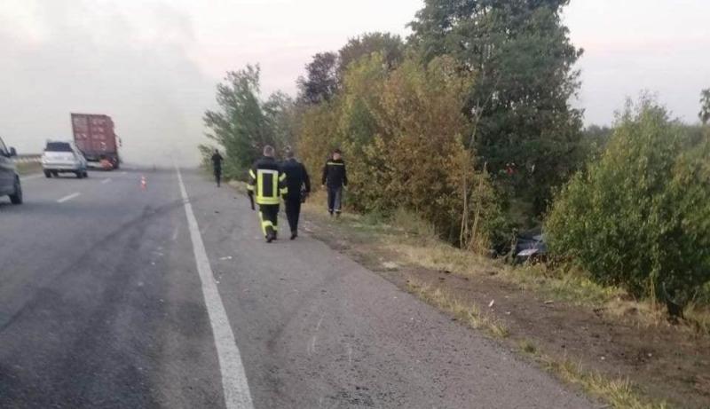 Смертельная авария в Одесской области: на киевской трассе после столкновения с легковушкой сгорел грузовик