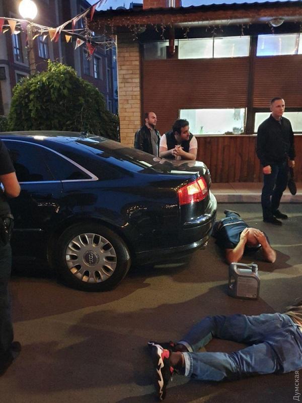СБУ задержала преступников возле одного из ресторанов Одессы: во время стрельбы ранены два человека