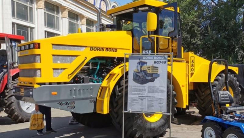 Круче чем китайцы: в Украине создали самый мощный трактор