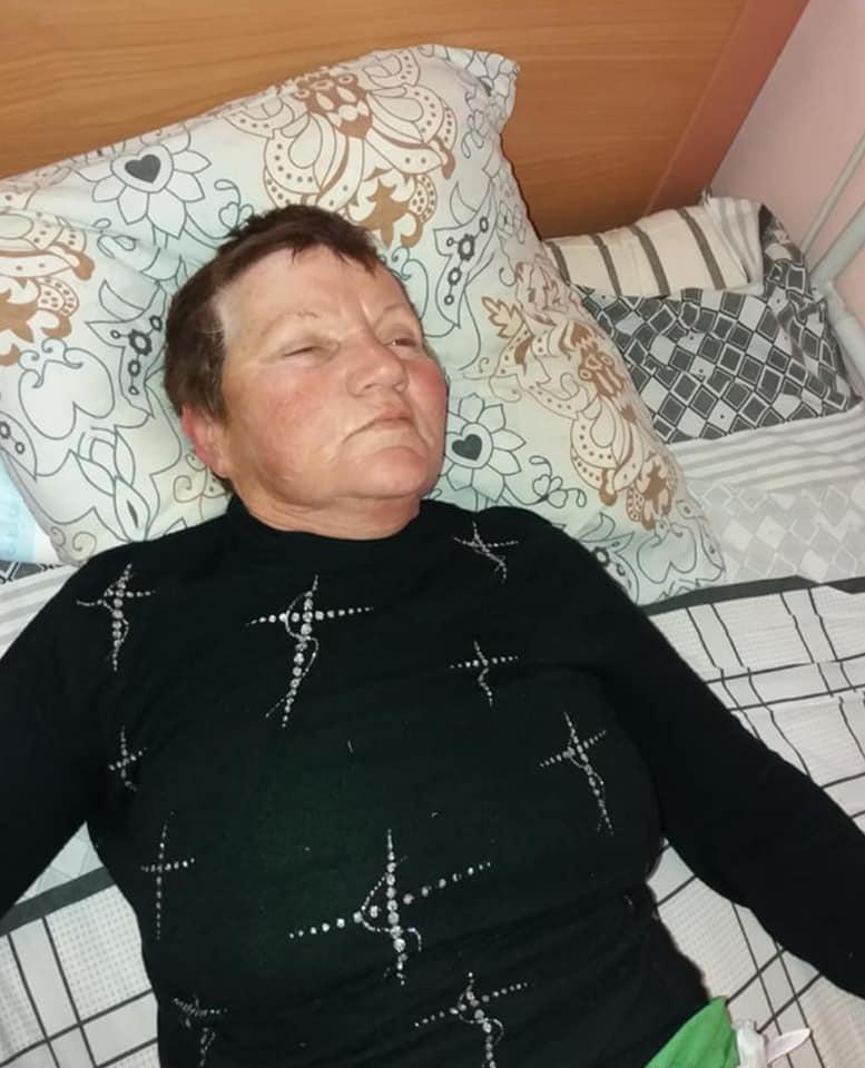 В Измаиле в больницу доставили женщину без сознания, у которой посреди улицы случился инсульт. Медики просят помочь найти родственников