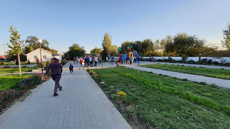 Маленькое село, именуемое Клубничной столицей Бессарабии, обзавелось современной амбулаторией и цветным фонтаном