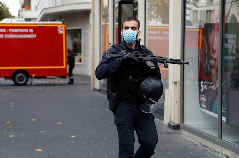Теракт в Ницце: возле церкви неизвестный обезглавил женщину, есть раненые