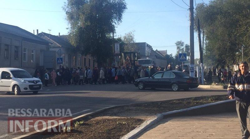Трасса Одесса-Рени перекрыта: в Татарбунарах бастуют из-за закрытия рынка на карантин