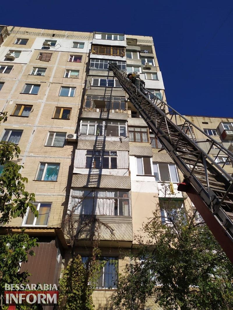 В Аккермане 91-летняя женщина оказалась запертой в собственной квартире на 7-м этаже: на помощь ее родным пришли спасатели