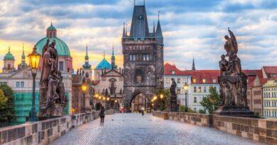 Все подробности громкого дипскандала между ЕС и Россией из-за взрывов боеприпасов в Чехии