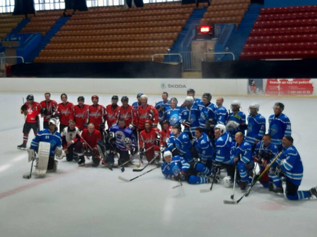 Хоккейный матч измаильчане провели на катке в Одессе, а дома тренируются на асфальте