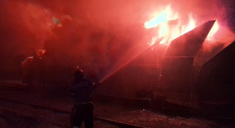 Ночью в Аккермане тушили масштабный пожар: горел снегоуборочный поезд