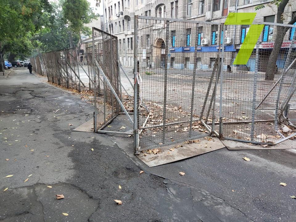 В Одессе водитель Subaru под действиями наркотиков специально протаранил автомобиль патрульной полиции