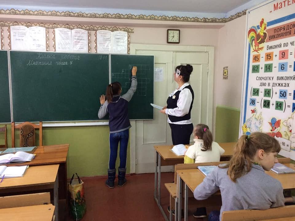 В Измаильском районе учитель на урок математики явилась с зонтиком