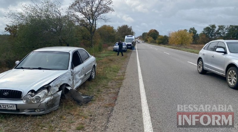 Опасный обгон: на трассе Одесса-Рени Hyundai протер по касательной Land Cruiser и отправил в кювет BMW