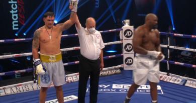 Украинский боксер Александр Усик победил в бою англичанина Дерека Чисору (видео поединка)