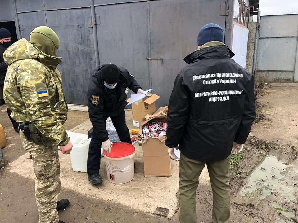 В Одесской области правоохранители обнаружили контрабандные алкоголь и сигареты на сумму более 400 тыс грн