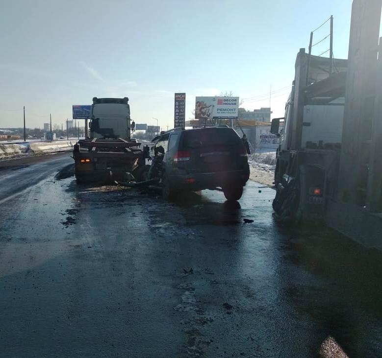 ДТП под Черноморском: столкновение с автопоездом оказалось смертельным для водителя внедорожника