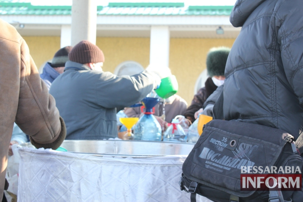 Мороз 12 градусов в Измаиле не отменил Крещенское купание (ФОТОРЕПОРТАЖ)