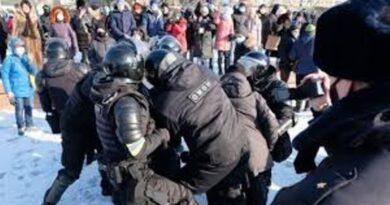 В городах России проходят митинги в поддержку Алексея Навального. Сообщается о задержаниях и избиении их участников (Онлайн-трансляция)