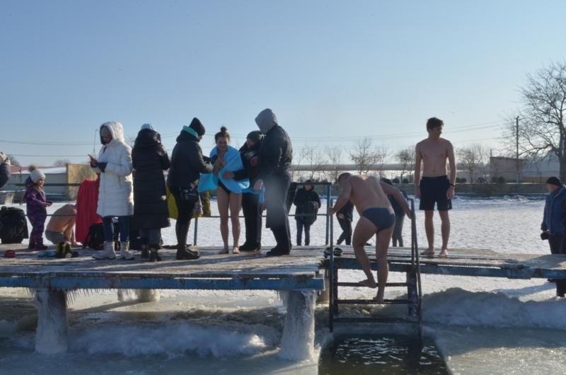 Аккерманцы окунулись на Крещение в воды Днестровского лимана (фоторепортаж)