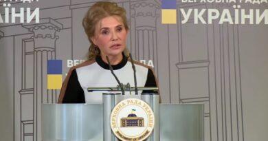 Тимошенко появилась в Раде в новом образе