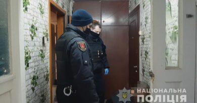 В Одессе убийца двоих человек вышел на улицу покурить с отрубленной головой в руках (фото 18+)