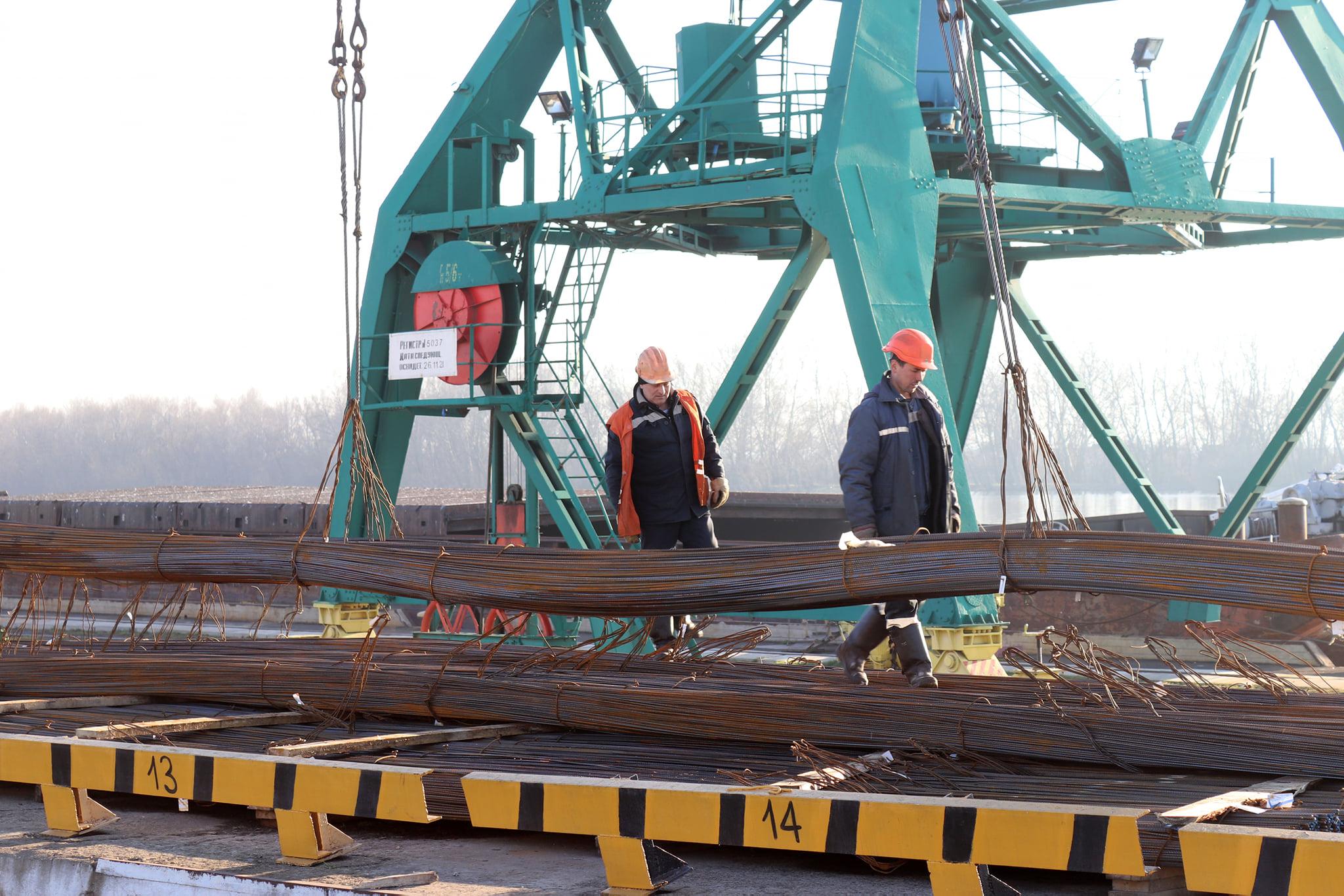 Измаильский порт готовит к отправке партию арматуры (ФОТО)