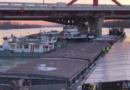 Моряки теплохода УДП пришли на помощь в Будапеште баржам, врезавшимся в мост на Дунае