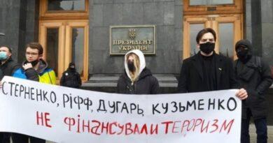 В Киеве собралась новая акция протеста в поддержку заключенного одессита Стерненко