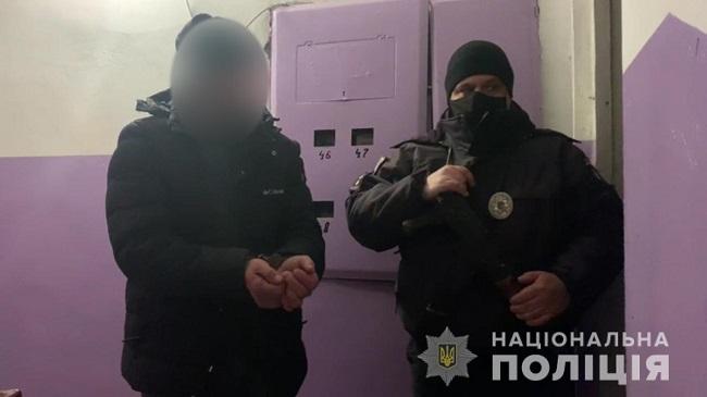 Под Одессой дебошир выгнал на мороз раздетую женщину и дал в глаз полицейскому