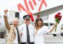 Австралийская пара сыграла свадьбу на борту самолёта (ВИДЕО)