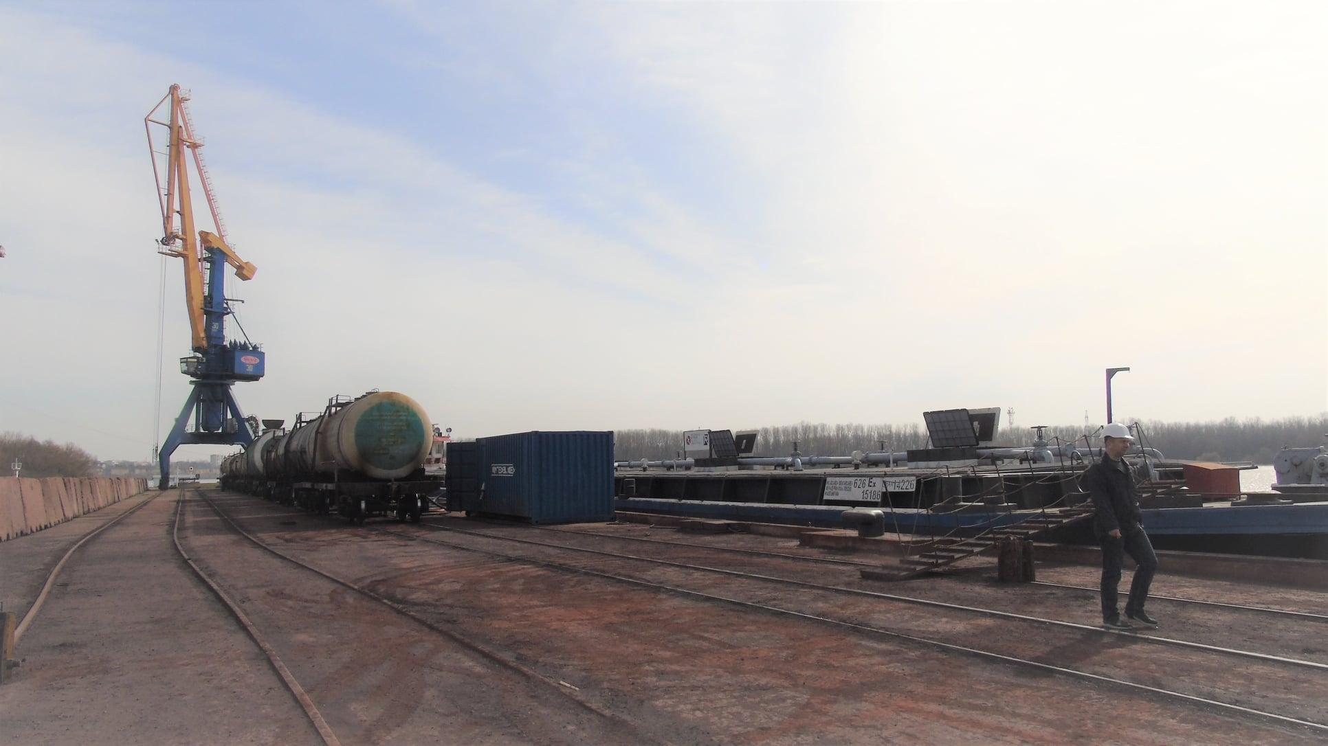 Впервые за пять лет: в Измаильском порту перегружают экспортную партию жидких удобрений