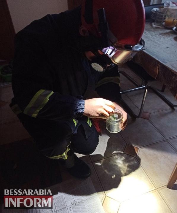 Доставала лекарства и разбила ртутный градусник: в Аккермане спасатели пришли на помощь пожилой женщине