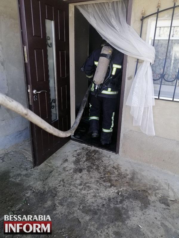 В Шабо пьяный мужчина забаррикадировался с сожительницей в доме и поджег его: трагедию предотвратили пожарные