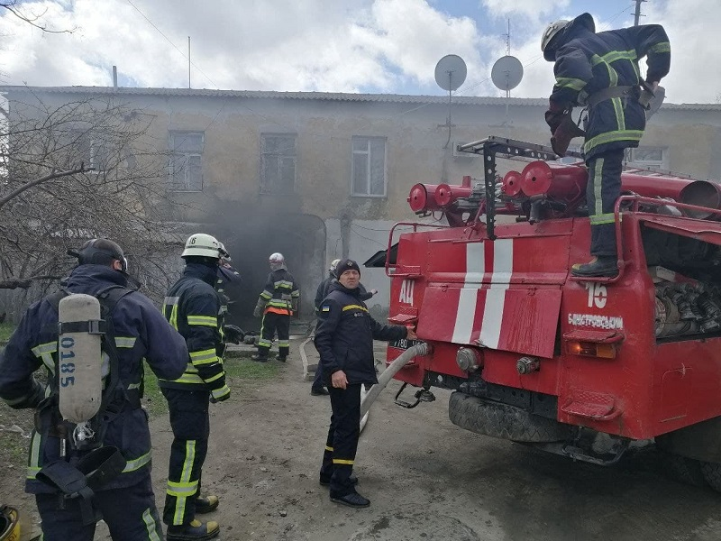 В подъезде жилого дома в Аккермане загорелась электрощитовая: троих жильцов эвакуировали