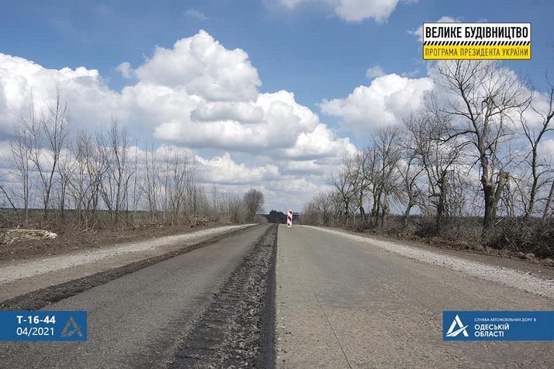 Ремонт полным ходом: на автодороге, соединяющей два КПП в Бессарабии, начали снимать старое покрытие