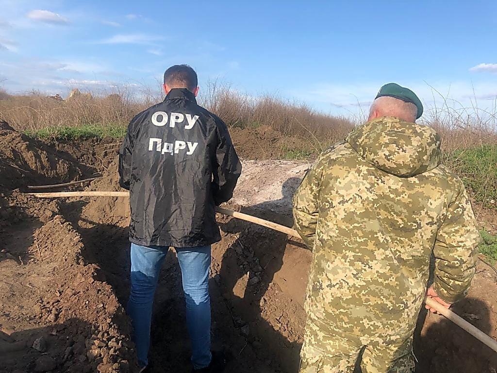 Пограничники нашли подземный спиртопровод на границе с Молдовой