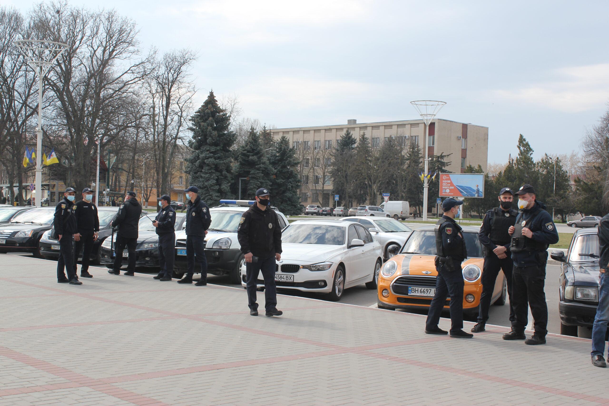 Общественники Измаила провели под стенами горсовета акцию с требованием наказать по закону виновных в смерти бездомного и побороть наркоторговлю