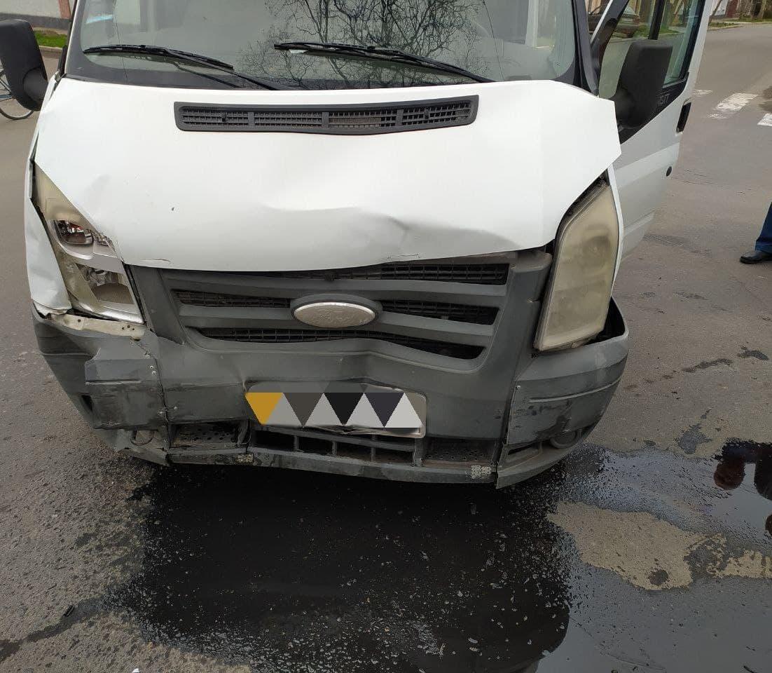 FORD TRANSIT столкнулся с NISSAN ALMERA: в Измаиле случилось ДТП с двумя пострадавшими