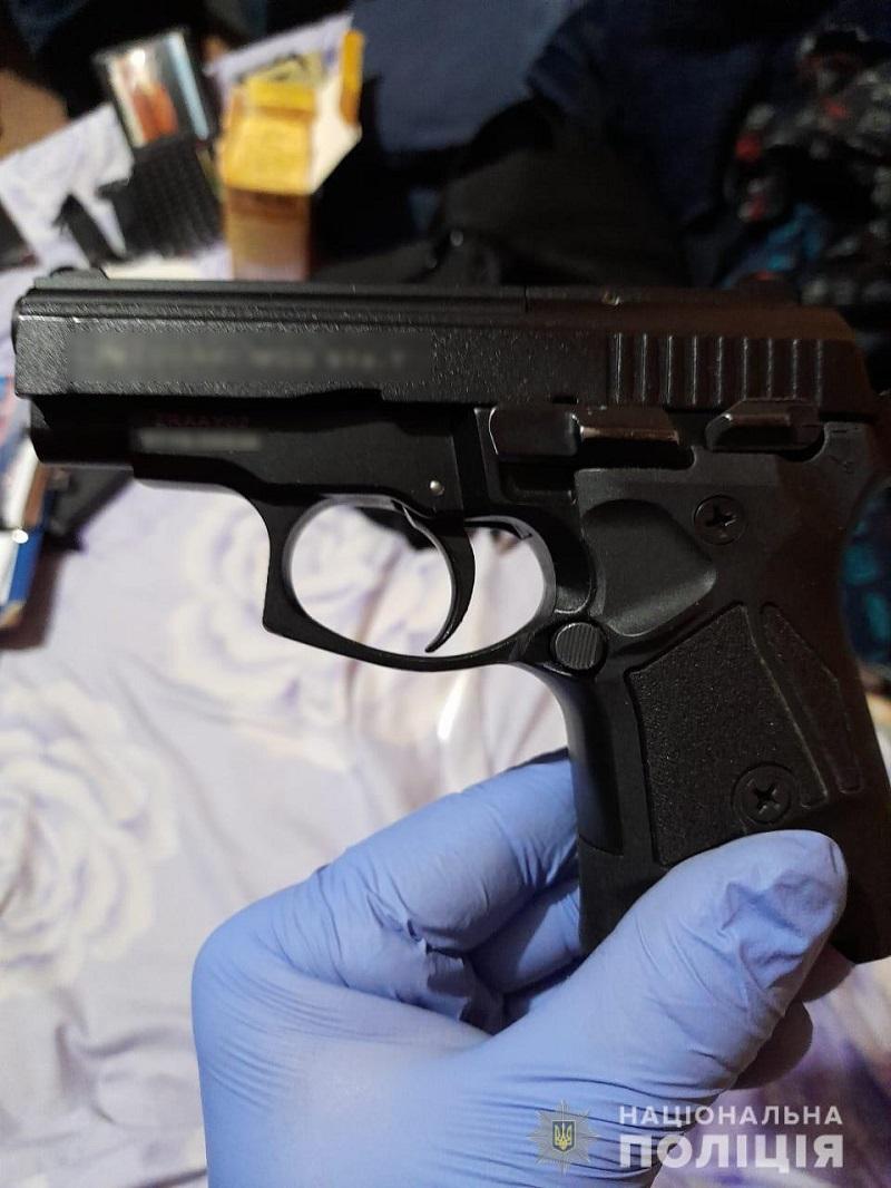 Оружие, украшения, наркотики, техника и мопеды: аккерманские правоохранители нагрянули с обысками к жителям города и района