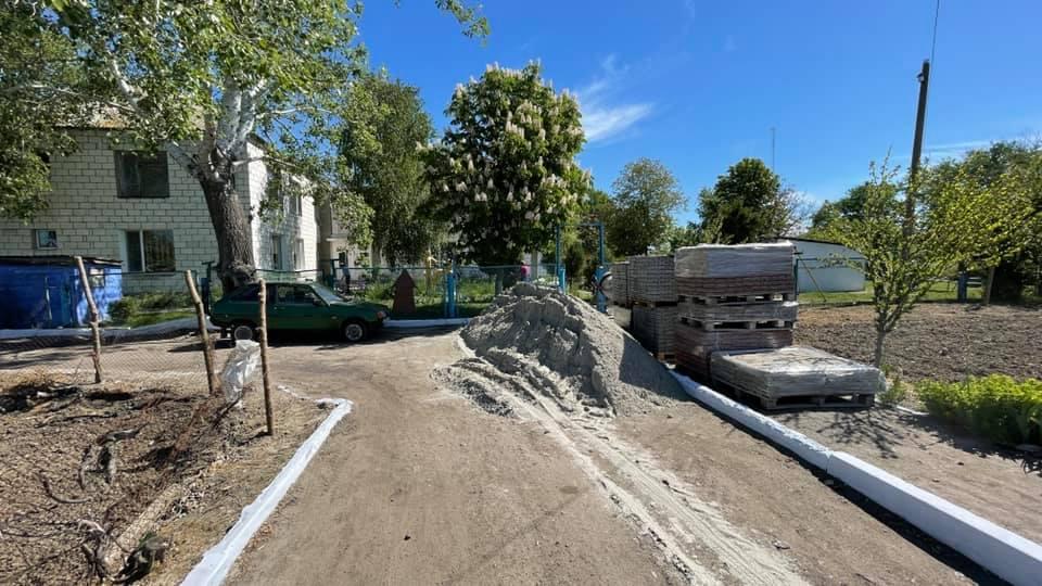 В селе Килийской громады обустроили пешеходную дорожку к детскому саду, где ранее был благоустроен дворик