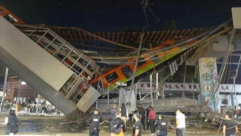 В Мехико обрушился мост, по которому ехал поезд метро: 15 погибших и десятки травмированных