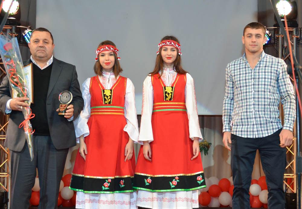 С верой в победу на Олимпиаде: известного борца из Тарутино Василия Михайлова наградили денежной премией