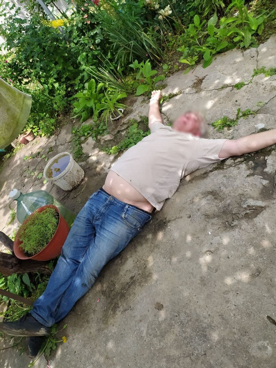 По Измаилу разъезжал пьяный в стельку водитель на микроавтобусе, врезаясь на своем пути в бордюры и другие автомобили