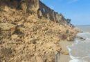 В курортной Лебедевке произошел масштабный обвал грунта на побережье. Под землей могут быть люди (обновлено, добавлены фото)