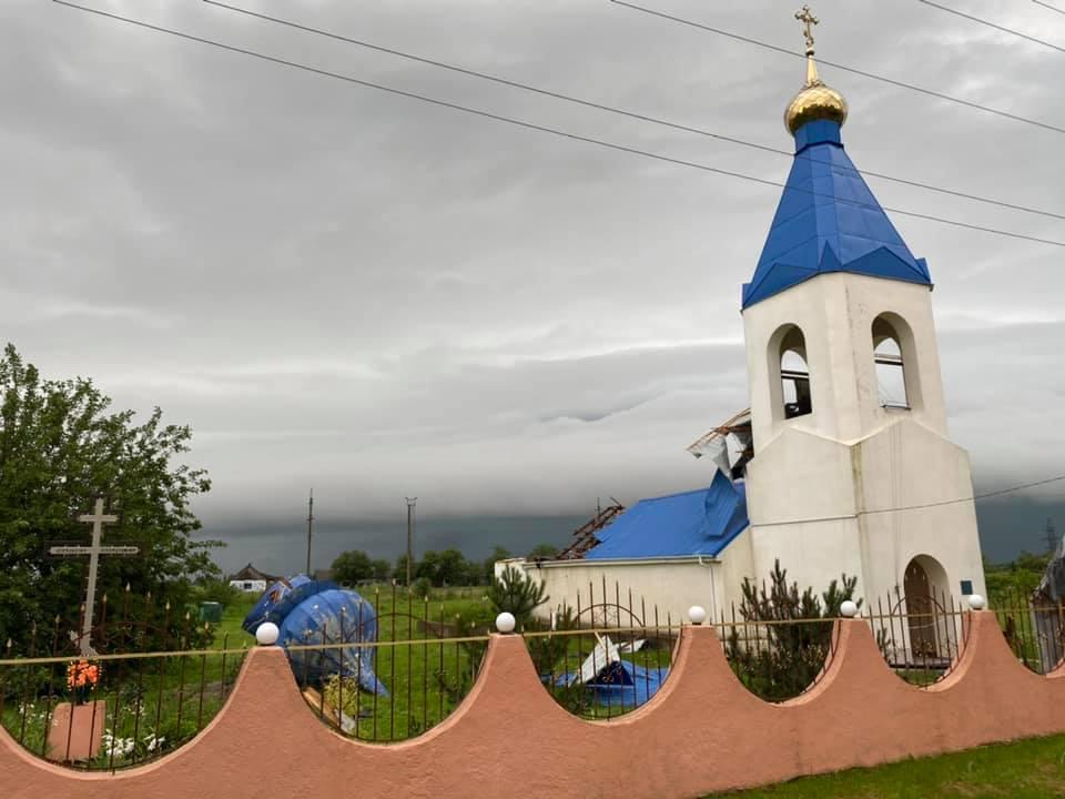 Ураганный ветер сорвал купол и крышу с церкви в селе Белгород-Днестровского района