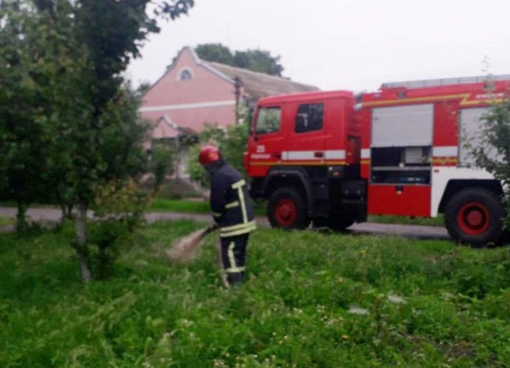 В результате непогоды у жителей Бессарабии затопило дома: спасатели откачивают воду