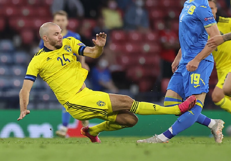 Прямой ногой в колено: стали известны результаты обследования нападающего сборной Украины Беседина, получившего травму в игре со Швецией