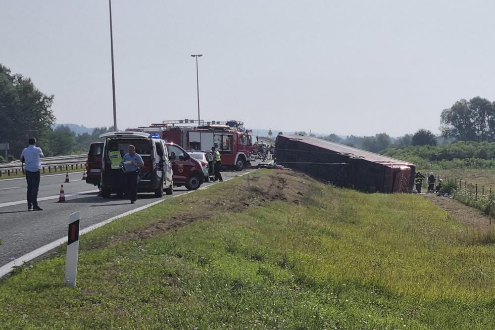 Водитель автобуса уснул за рулем: 10 человек погибли и 44 ранены в результате страшной аварии в Хорватии