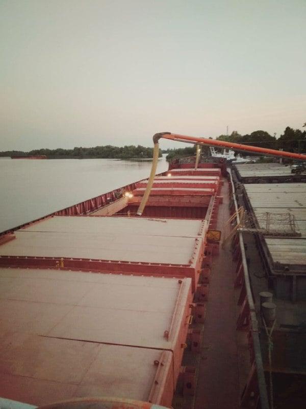 В Усть-Дунайском порту погружено первое судно с зерном нового урожая