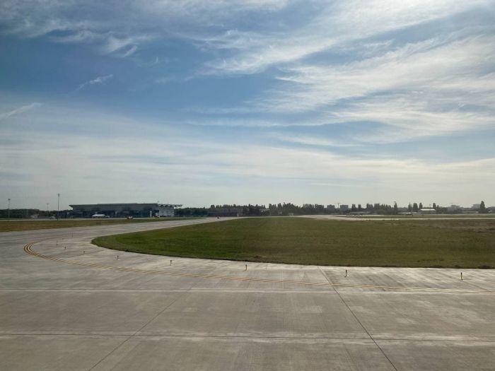 """Одесский аэропорт стал """"всепогодным"""" и принял первый пассажирский рейс на новой взлетной полосе"""