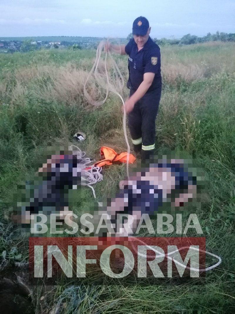 Снова открытый колодец: в Белгород-Днестровском районе из 10 метровой ямы достали тела отца и его 9-летнего сына