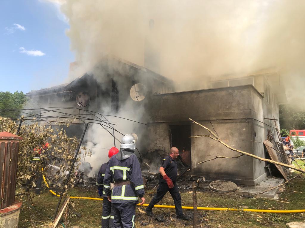 В Ивано-Франковской области на жилой дом упал самолет: погибли четыре человека